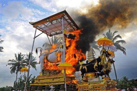 Villa Disewakan Bali - News - Ngaben