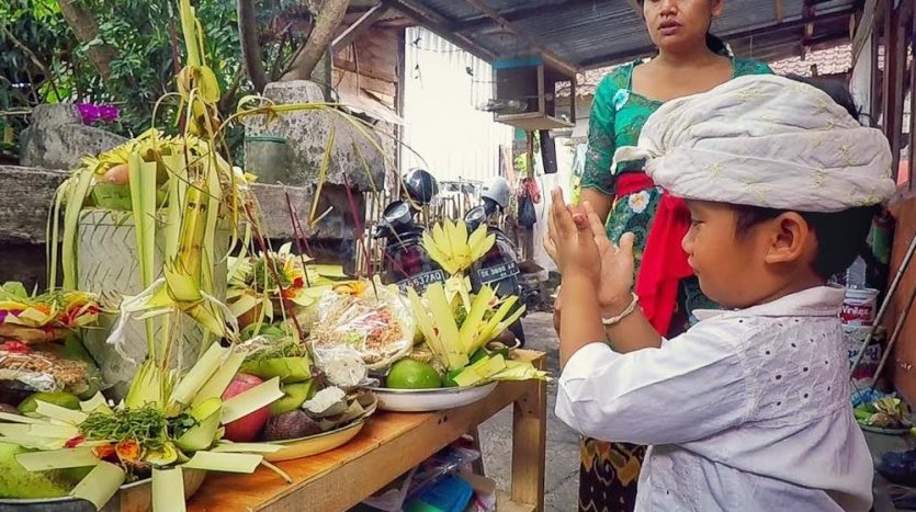 Villa Disewakan Bali - News - Otonan