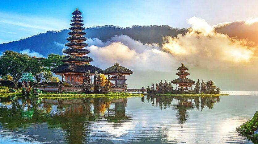 Villa Disewakan Bali - News - Pura Mengapung Ulundanu